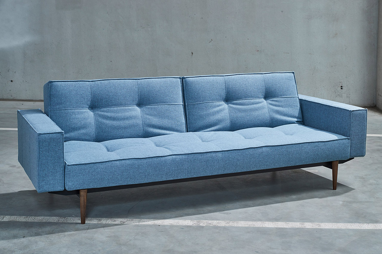 Sofa in Industriehalle
